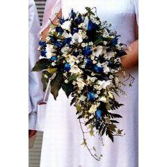 Hochzeitsbrautstrauß mit blauen Rosen